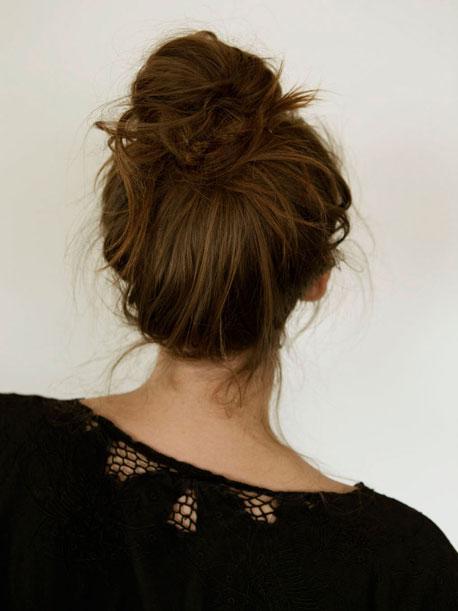 [Resim: french-bun-hair-how-to_sm.jpg]